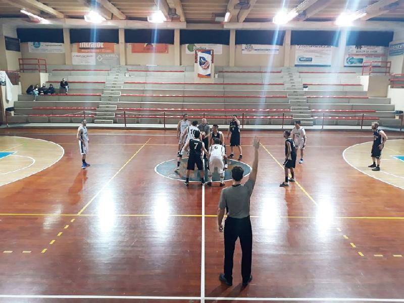 https://www.basketmarche.it/immagini_articoli/07-03-2019/prima-divisione-ritorno-marotta-1616-rattors-basket-pupazzi-giocano-posto-600.jpg