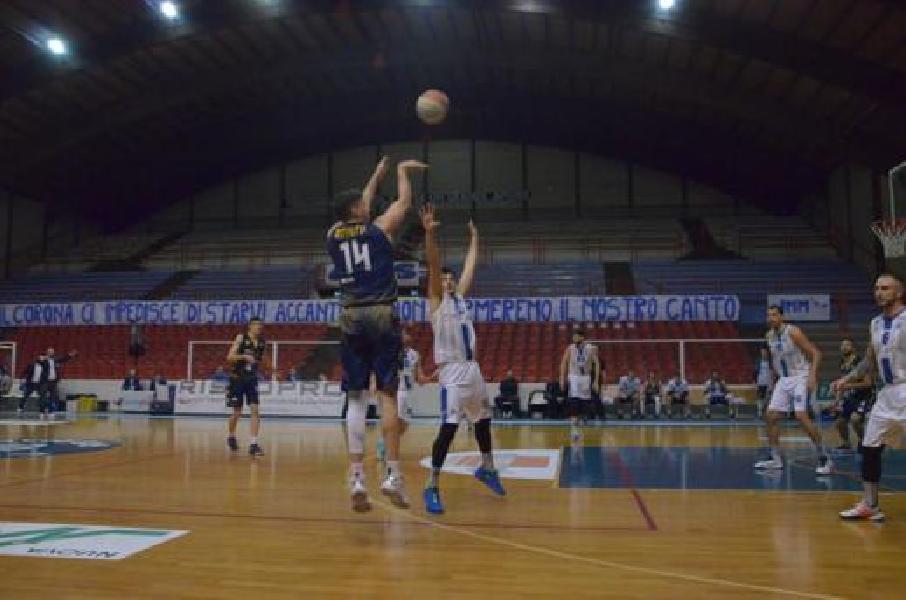 https://www.basketmarche.it/immagini_articoli/07-03-2020/janus-fabriano-scappa-finale-supera-sutor-montegranaro-600.jpg