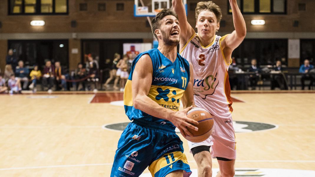 https://www.basketmarche.it/immagini_articoli/07-03-2020/poderosa-montegranaro-riparte-sfida-capolista-oras-ravenna-600.jpg