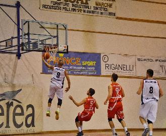 https://www.basketmarche.it/immagini_articoli/07-04-2018/serie-b-nazionale-virtus-civitanova-lorenzo-andreani-salta-la-sfida-contro-san-severo-270.jpg