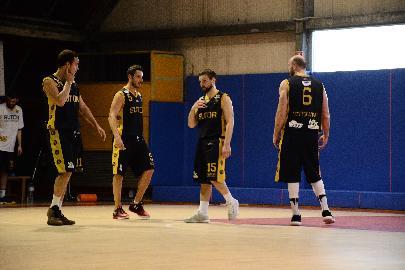 https://www.basketmarche.it/immagini_articoli/07-04-2018/serie-c-silver-la-sutor-montegranaro-cade-a-pesaro-ma-salva-la-differenza-canestri-270.jpg