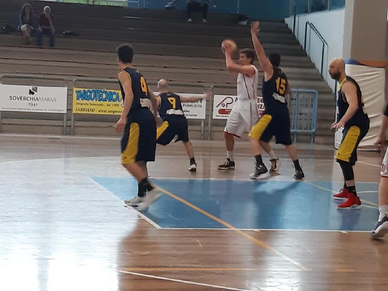 https://www.basketmarche.it/immagini_articoli/07-04-2019/amatori-severino-supera-victoria-fermo-entrambe-salvezza-passer-playout-600.jpg