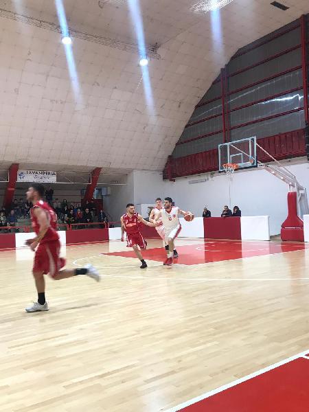 https://www.basketmarche.it/immagini_articoli/07-04-2019/basket-maceratese-missione-compiuta-coach-palmioli-complimenti-ragazzi-playoff-600.jpg
