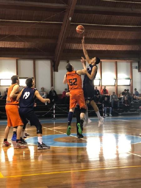 https://www.basketmarche.it/immagini_articoli/07-04-2019/brown-sugar-fabriano-superano-sporting-porto-sant-elpidio-conquistano-playoff-600.jpg
