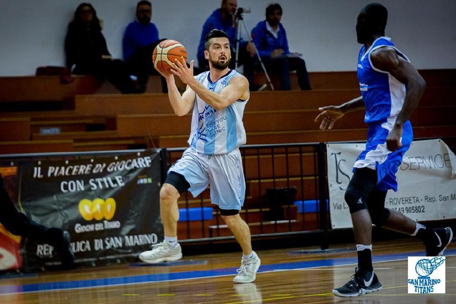 https://www.basketmarche.it/immagini_articoli/07-04-2019/coppa-convincente-pallacanestro-titano-marino-aggiudica-primo-round-600.jpg
