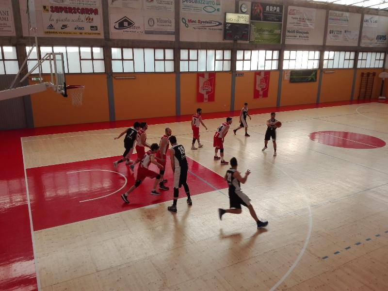 https://www.basketmarche.it/immagini_articoli/07-04-2019/pallacanestro-acqualagna-cade-campo-basket-durante-urbania-chiude-posto-600.jpg