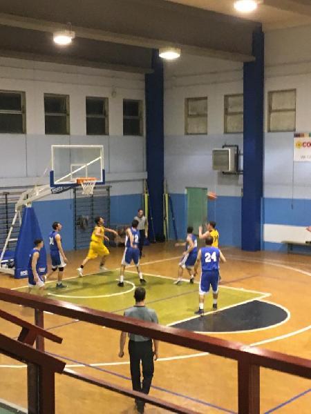 https://www.basketmarche.it/immagini_articoli/07-04-2019/pallacanestro-ellera-espugna-nettamente-deruta-vince-regular-season-600.jpg