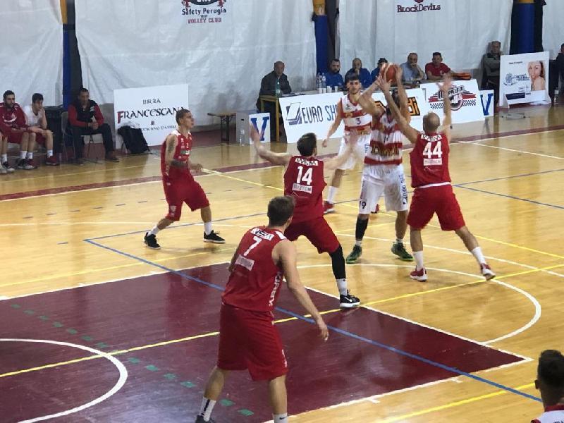 https://www.basketmarche.it/immagini_articoli/07-04-2019/playoff-ottimo-chieti-basket-arrende-finale-virtus-assisi-600.jpg