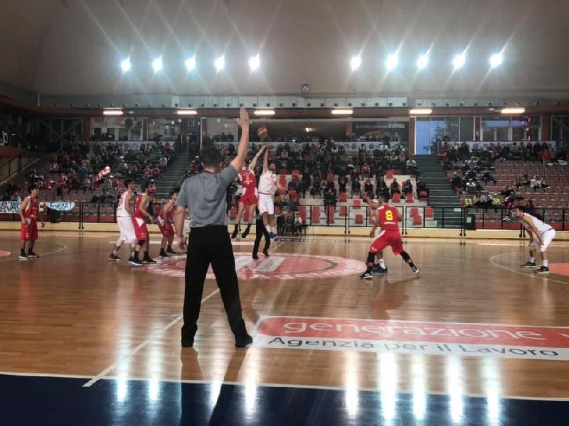 https://www.basketmarche.it/immagini_articoli/07-04-2019/playoff-positiva-wispone-taurus-jesi-sconfitta-finale-campo-vasto-basket-600.jpg