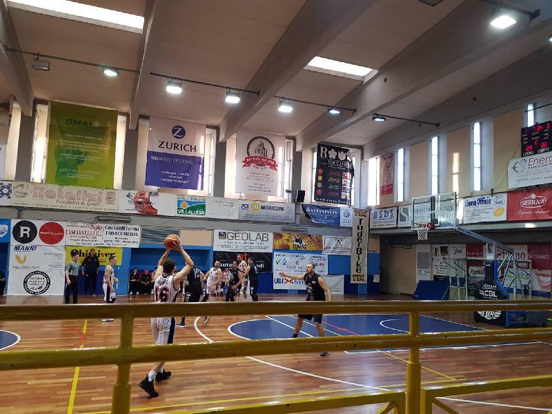https://www.basketmarche.it/immagini_articoli/07-04-2019/serie-silver-playoff-live-gara-giocano-partite-risultati-tempo-reale-600.jpg