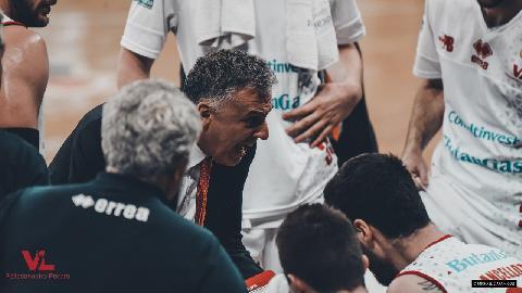 https://www.basketmarche.it/immagini_articoli/07-05-2018/serie-a-7000-tifosi-trascinano-la-vuelle-pesaro-contro-venezia-ma-per-la-salvezza-non-basta-270.jpg