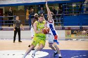 https://www.basketmarche.it/immagini_articoli/07-05-2018/serie-a2-playoff-poderosa-montegranaro-capitan-amoroso--siamo-stati-bravi-a-non-mollare-ora-sotto-con-trieste--120.jpg