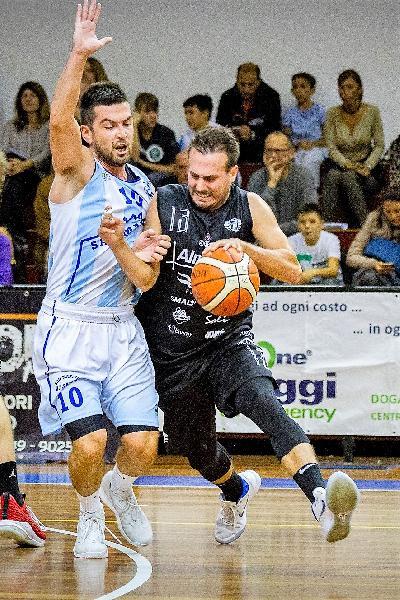 https://www.basketmarche.it/immagini_articoli/07-05-2019/basket-todi-laerte-frosinini-rinnova-contratto-salter-gara-tasp-infortunio-600.jpg