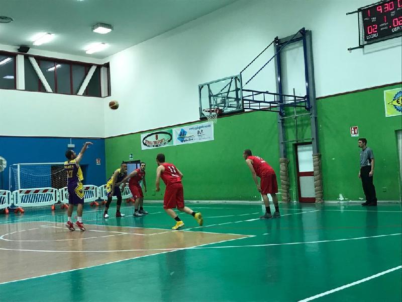 https://www.basketmarche.it/immagini_articoli/07-05-2019/promozione-playoff-morrovalle-prima-finalista-vuelle-pesaro-600.jpg