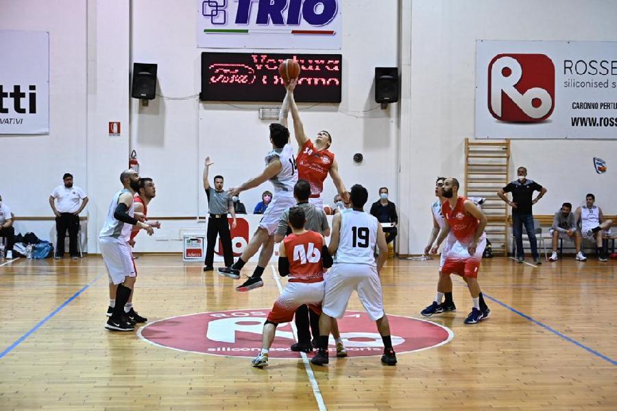 https://www.basketmarche.it/immagini_articoli/07-05-2021/basket-macerata-allunga-tempo-passa-campo-88ers-civitanova-600.jpg