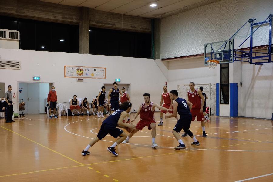 https://www.basketmarche.it/immagini_articoli/07-05-2021/ponte-morrovalle-espugna-campo-sporting-pselpidio-600.jpg