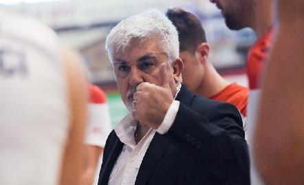 https://www.basketmarche.it/immagini_articoli/07-06-2018/serie-b-nazionale-campli-basket-sabato-mattina-conferenza-stampa-per-salutare-coach-millina-270.jpg