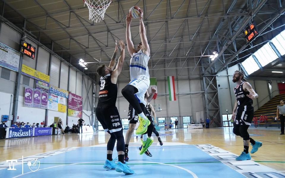 https://www.basketmarche.it/immagini_articoli/07-06-2021/aggiornamento-biglietti-venduti-gara-janus-fabriano-rucker-vendemiano-600.jpg
