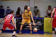 https://www.basketmarche.it/immagini_articoli/07-06-2021/sutor-coach-ciarpella-assenza-tifosi-curva-speriamo-serie-teramo-ripensino-120.jpg