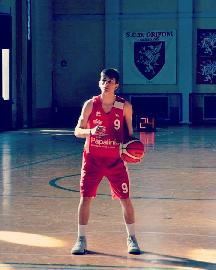 https://www.basketmarche.it/immagini_articoli/07-07-2018/serie-c-gold-il-nuovo-basket-fossombrone-riabbraccia-tommaso-barzotti-270.jpg