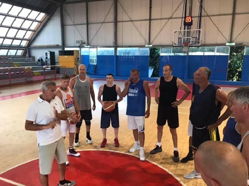 https://www.basketmarche.it/immagini_articoli/07-07-2019/lino-lardo-allenatore-nazionali-maxibasket-fimba-italia-over-over-600.jpg