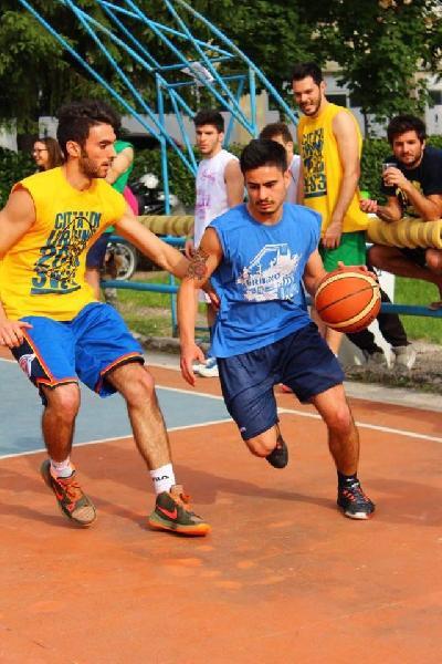 https://www.basketmarche.it/immagini_articoli/07-07-2019/secondo-colpo-mercato-basket-cagli-acqualagna-arriva-federico-bartoli-600.jpg