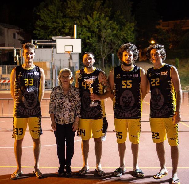 https://www.basketmarche.it/immagini_articoli/07-07-2019/silverback-2k19-marche-vince-playground-settempedano-600.jpg