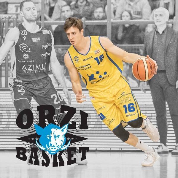 https://www.basketmarche.it/immagini_articoli/07-07-2019/ufficiale-poderosa-montegranaro-matteo-negri-firma-orzinuovi-600.jpg