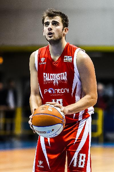 https://www.basketmarche.it/immagini_articoli/07-07-2020/benedetto-cento-interesse-concreto-play-under-matteo-schina-600.jpg