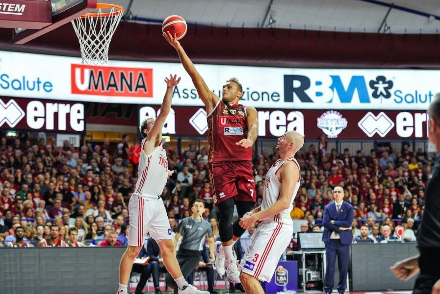 https://www.basketmarche.it/immagini_articoli/07-07-2020/ufficiale-stefano-tonut-vestir-maglia-reyer-venezia-sesta-stagione-consecutiva-600.jpg