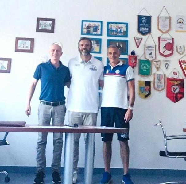 https://www.basketmarche.it/immagini_articoli/07-07-2021/ufficiale-simone-stirpe-allenatore-basket-aquilano-600.jpg