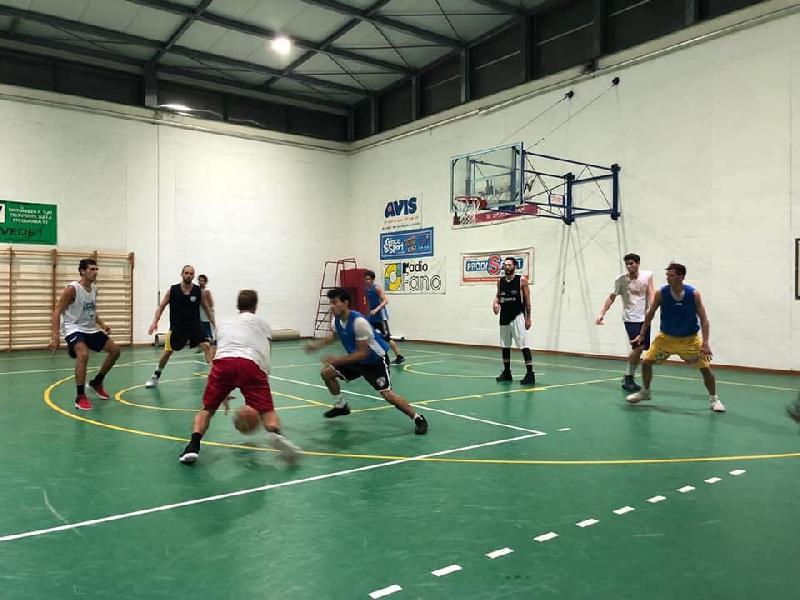 https://www.basketmarche.it/immagini_articoli/07-09-2018/regionale-buona-prima-uscita-stagionale-basket-durante-urbania-basket-fanum-600.jpg