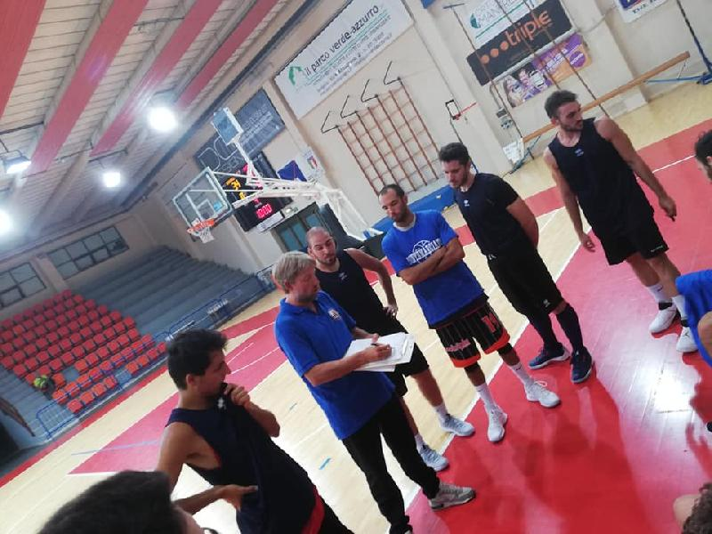 https://www.basketmarche.it/immagini_articoli/07-09-2018/regionale-note-positive-montemarciano-primo-test-stagionale-pallacanestro-senigallia-600.jpg