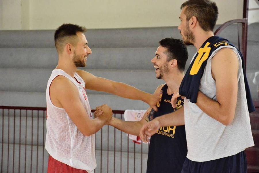 https://www.basketmarche.it/immagini_articoli/07-09-2018/serie-gold-sutor-montegranaro-ospita-sambenedettese-basket-amichevole-600.jpg