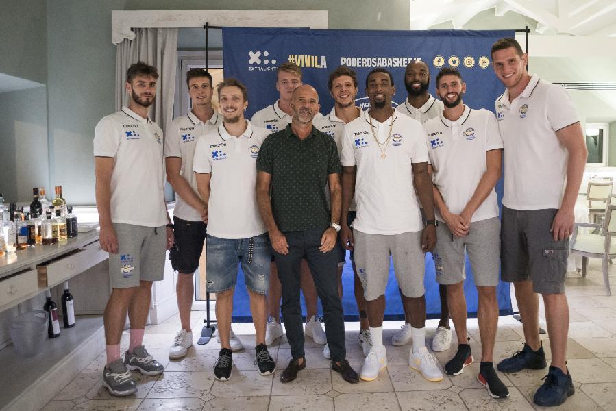 https://www.basketmarche.it/immagini_articoli/07-09-2018/serie-tigamaro-entra-pool-sponsor-poderosa-montegranaro-600.jpg