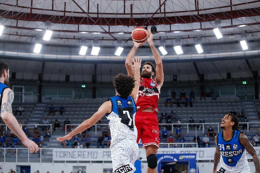 https://www.basketmarche.it/immagini_articoli/07-09-2020/supercoppa-olimpia-milano-espugna-brescia-vola-final-four-600.jpg