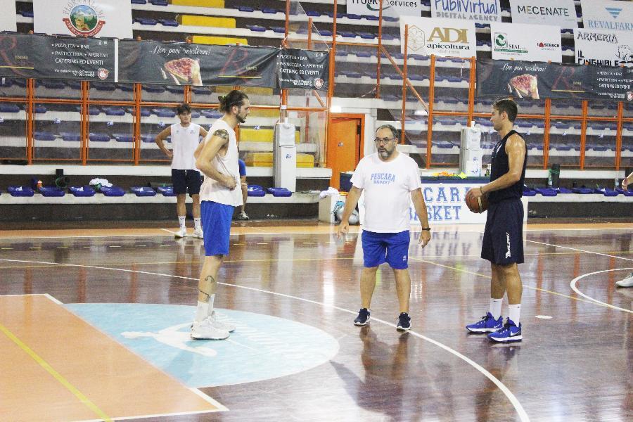 https://www.basketmarche.it/immagini_articoli/07-09-2021/pescara-basket-coach-vanoncini-siamo-molto-soddisfatti-sono-andate-prime-amichevoli-600.jpg