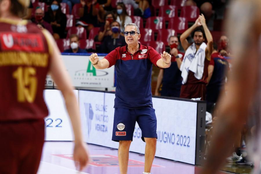 https://www.basketmarche.it/immagini_articoli/07-09-2021/reyer-venezia-coach-raffaele-punto-vista-fisico-settimana-molto-probante-600.jpg