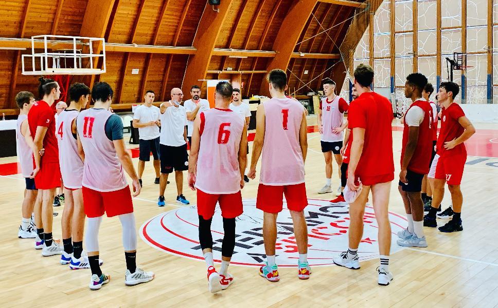 https://www.basketmarche.it/immagini_articoli/07-09-2021/teramo-spicchi-coach-salvemini-amichevole-severo-ulteriore-test-inizio-campionato-600.jpg