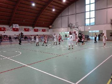 https://www.basketmarche.it/immagini_articoli/07-10-2017/d-regionale-la-pallacanestro-acqualagna-batte-un-combattivo-basket-durante-urbania-270.jpg
