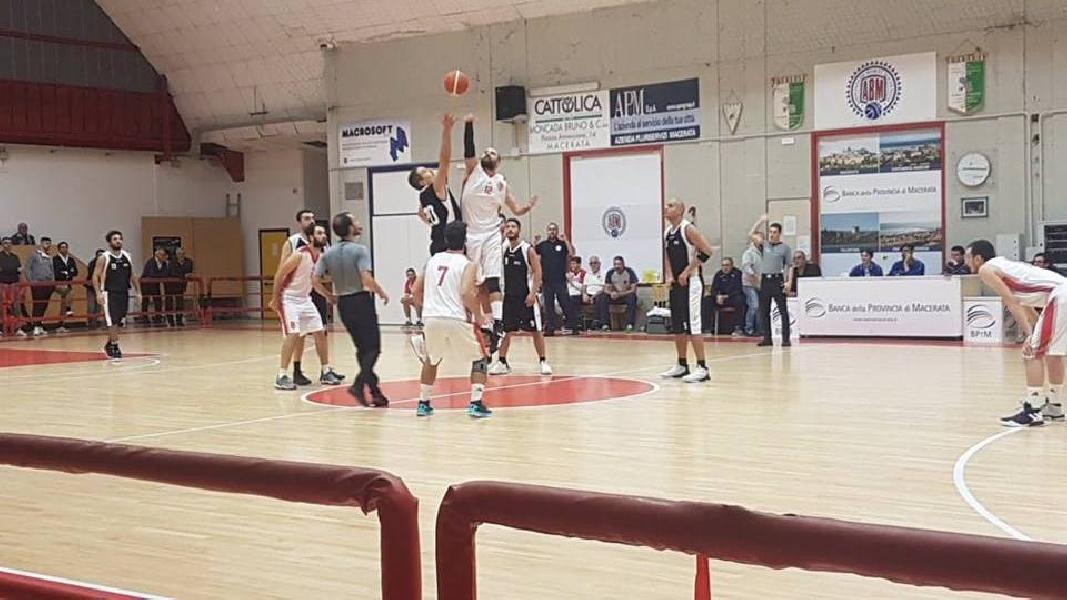 https://www.basketmarche.it/immagini_articoli/07-10-2018/basket-maceratese-supera-volata-88ers-civitanova-600.jpg