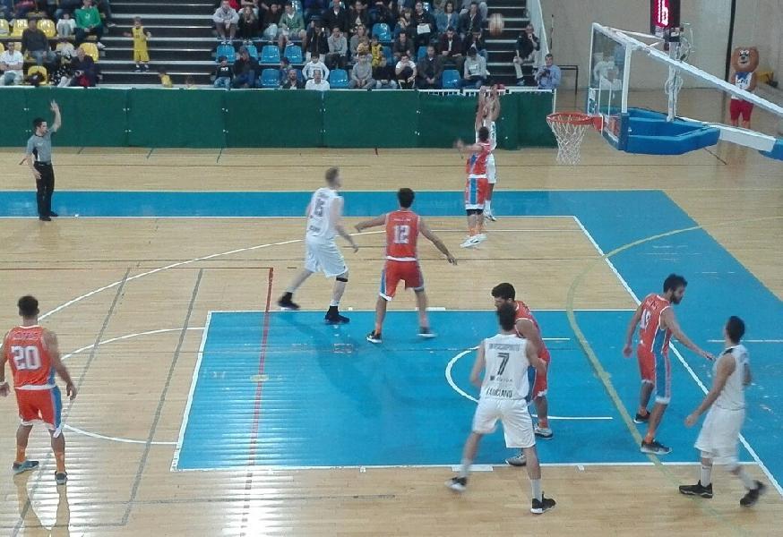 https://www.basketmarche.it/immagini_articoli/07-10-2018/convincente-esordio-interno-unibasket-lanciano-pisaurum-pesaro-600.jpg