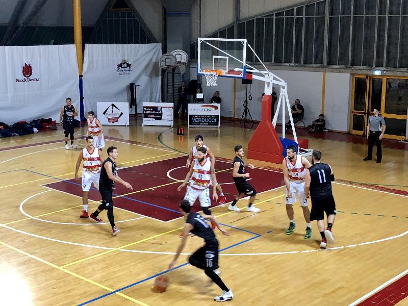 https://www.basketmarche.it/immagini_articoli/07-10-2018/virtus-assisi-travolge-basket-todi-derby-trascinata-grande-albi-metalla-600.jpg