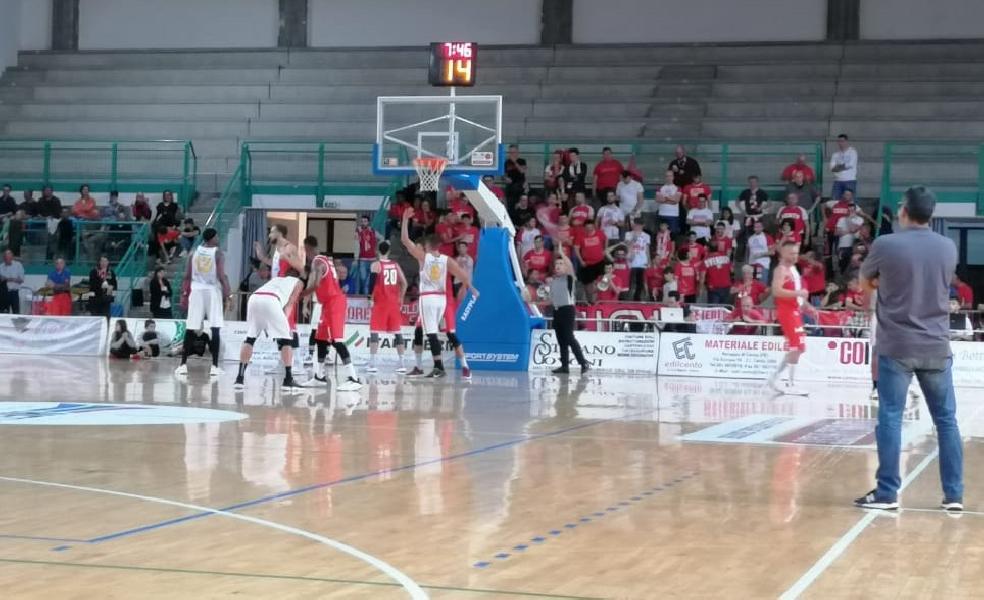 https://www.basketmarche.it/immagini_articoli/07-10-2019/giulianova-basket-sgonfia-finale-mani-vuote-trasferta-cento-600.jpg