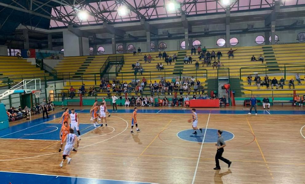 https://www.basketmarche.it/immagini_articoli/07-10-2019/pisaurum-pesaro-coach-surico-altra-partita-vinta-rincorsa-merito-buona-condizione-fisica-600.jpg