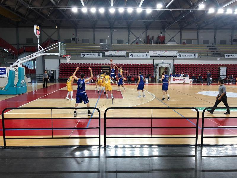 https://www.basketmarche.it/immagini_articoli/07-10-2019/sfortunato-esordio-pallacanestro-recanati-coach-pesaresi-fatto-fatica-trovare-soluzioni-attacco-600.jpg
