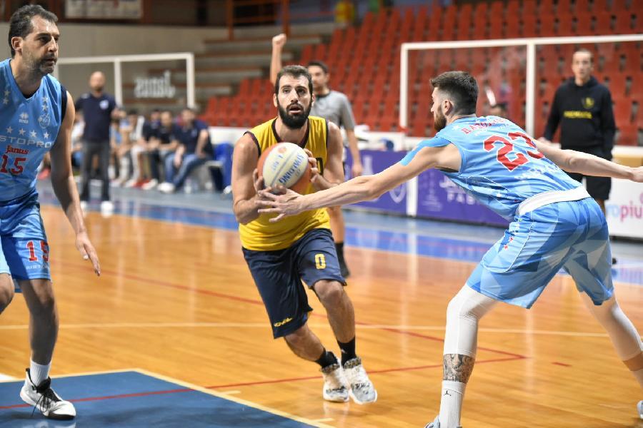 https://www.basketmarche.it/immagini_articoli/07-10-2020/janus-fabriano-aggiudica-amichevole-sutor-montegranaro-600.jpg