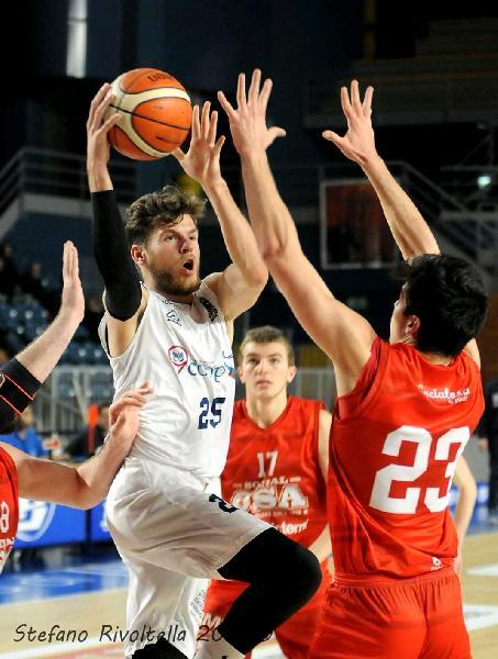 https://www.basketmarche.it/immagini_articoli/07-10-2020/ufficiale-nicol-foresti-giocatore-pallacanestro-titano-marino-600.jpg