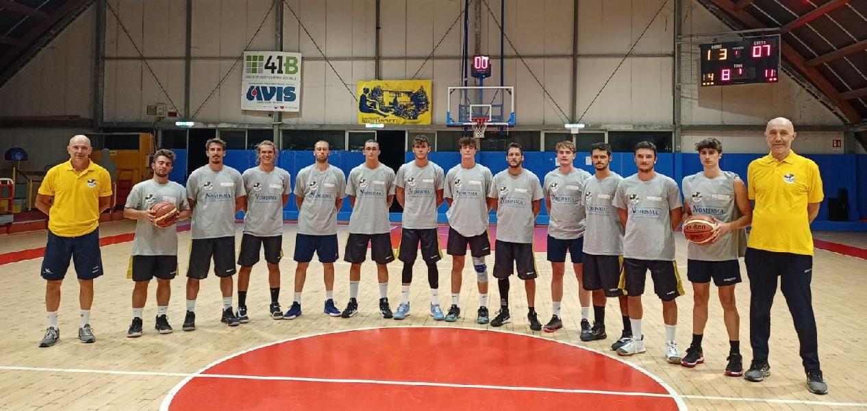 https://www.basketmarche.it/immagini_articoli/07-10-2021/coppa-centenario-loreto-pesaro-vince-misura-derby-basket-giovane-pesaro-600.jpg
