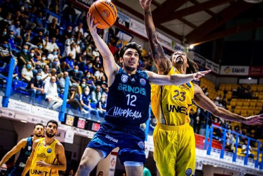 https://www.basketmarche.it/immagini_articoli/07-10-2021/esordio-incubo-basket-brindisi-hapoel-holon-passa-600.jpg
